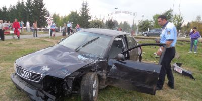 FOTO VIDEO O masina a fost lovita de tren la Sibiu. Soferul a fugit de la locul accidentului