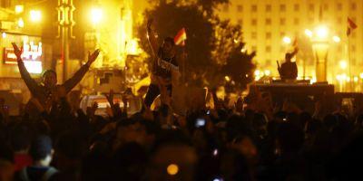 Cel putin doua persoane au murit intr-un protest la Cairo. Mii de egipteni denunta verdictul in cazul lui Mubarak