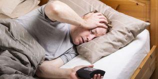 Te trezesti des peste noapte? Cauzele pot fi multiple: de la infectia tractului urinar pana la depresie