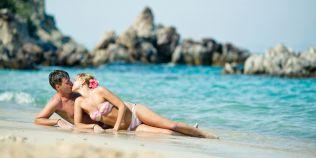 VIDEO Sex mai bun in vacanta? De ce sunt dezamagite 60% din cuplurile care viseaza la nopti fierbinti