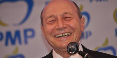 Traian Basescu si sotia sa au primit cetatenia moldoveneasca