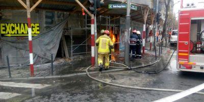 VIDEO Pericol de explozie in centrul Capitalei, din cauza unei tevi de gaze care a luat foc. Un pompier a fost ranit in timpul interventiei