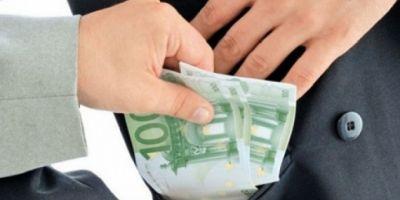 Povestea functionarului din Primaria Capitalei care a fost prins de procurorii DNA cu spaga de 12.000 de euro ascunsa in buzunarul pantalonilor