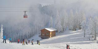 Unde putem schia in acest weekend. Cele mai multe partii deschise sunt in Poiana Brasov