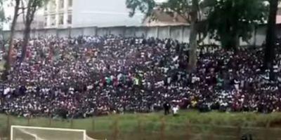 Tragedie la un meci in Angola:17 persoane au murit si zeci de fani au fost raniti in imbulzeala de la intrarea in arena