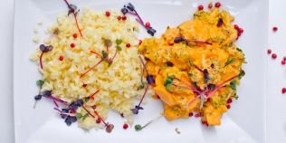 Cele mai bune retete de post din bucataria raw vegana: curry de ciuperci cu broccoli si orez de telina cu pastarnac