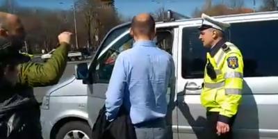 VIDEO Scandal in fata Guvernului. Primaria a incercat sa ridice dubita protestatarilor din Piata Victoriei