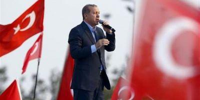 Miting urias la Istanbul organizat de presedintele Erdogan pentru sustinerea referendumului