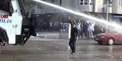 FOTO Operatiuni ale politiei din Turcia impotriva protestatarilor la adresa rezultatului referendumului