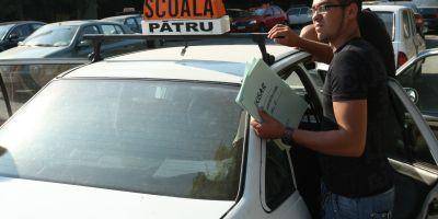 Cosmarul tergiversarii programarilor de la examenul pentru permis auto, confirmat de cititori. Reactii si situatii descrise in sectiunea comentarii