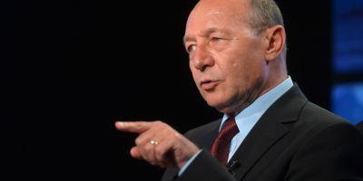 Basescu: Dragnea e intangibil ca urmare a partidelor de tenis si a chermezelor cu Ponta, Ghita, Coldea, Maior, Kovesi la vilele SRI