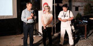 Dacian Ciolos, vizita-surpriza in Vama Veche, la vernisajul expozitiei foto in care este personaj principal