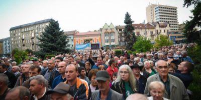 Culisele scandalului de la Liceul Teologic Romano-Catolic din Targu-Mures. De ce au iesit in strada peste 2.000 de maghiari
