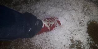 VIDEO Natura dezlantuita in Dambovita: a cazut grindina si a plouat toata noaptea