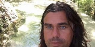 Un olandez a vandut tot ce detine pentru a face rost de Bitcoin, iar acum traieste intr-un camping cu familia