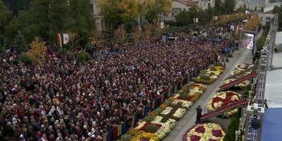 Mii de credinciosi, la slujba religioasa de la Hramul Sfintei Parascheva. Peste 130.000 de pelerini au ajuns la Iasi