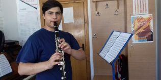 Clarinetistul care isi sacrifica copilaria ca sa devina profesor de Muzica. La 16 ani, face lectii cu colegii din clasele mai mici