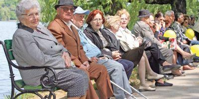 OECD: Varsta medie de pensionare va creste cu 1,5 ani pentru barbati si 2,1 ani pentru femei