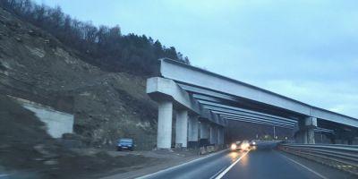 VIDEO Marea provocare pe santierul Autostrazii Lugoj - Deva: excavarea versantului imens de pe malul Muresului
