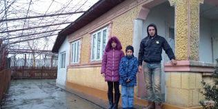 Orfanii care se cresc singuri au primit in dar o casa. Fratii si-au pierdut ambii parinti anul trecut
