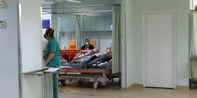 Asistenta de la Spitalul Judetean, acuzata ca a rupt piciorul unui pacient. Fiul victimei: