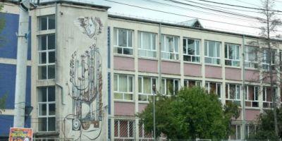Elev de 7 ani din Craiova cercetat pentru violenta. Baiatul isi loveste si terorizeaza colegii de clasa.