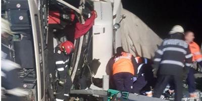 Un barbat a murit, dupa ce autotrenul pe care il conducea s-a rasturnat pe Autostrada A1