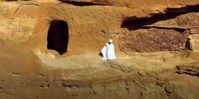 VIDEO Calatoria zilnica uimitoare a unui preot catre locul de munca. Biserica lui se afla la 2.500 de metri altitudine